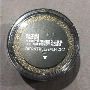MAC Cosmetics Solar Bits Collection-Black Ore